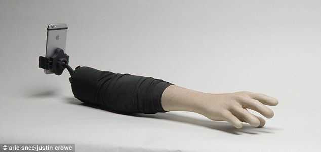 The_selfie_arm_is_made_of_fiberglass_is_lightweight_and_portable