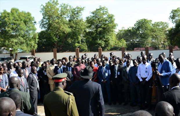 President Kiir asks the public to welcome Riek Machar, members of opposition with love