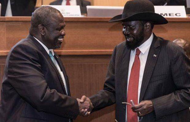 Kiir-shakes-hand-with-Riek-Machar