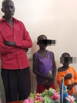 Father arrested trying to sell his two children